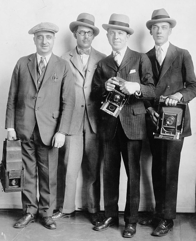 1920s-mid-mens-hats-suits-White-House-News-Photographers.jpg
